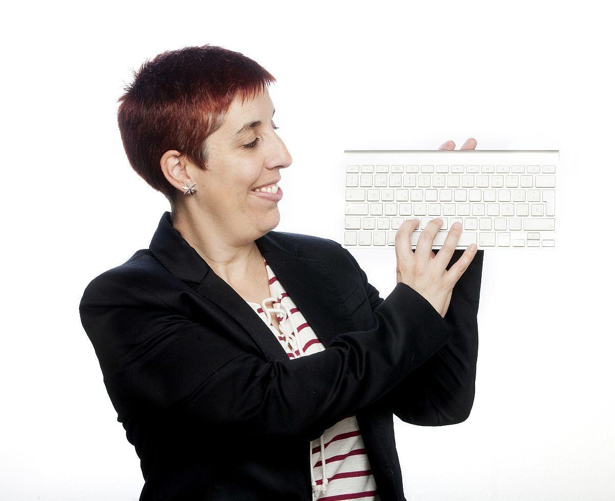 Elena con teclado